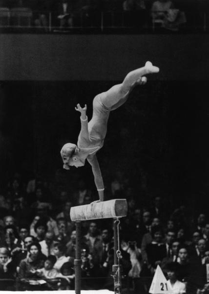 Фото №10 - Чемпионка на 4-м месяце беременности: история гимнастки Ларисы Латыниной, которая прыгнула выше головы