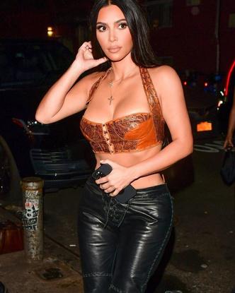 Фото №2 - Что будем носить осенью 2021: топ-корсет и кожаные штаны по примеру Ким Кардашьян