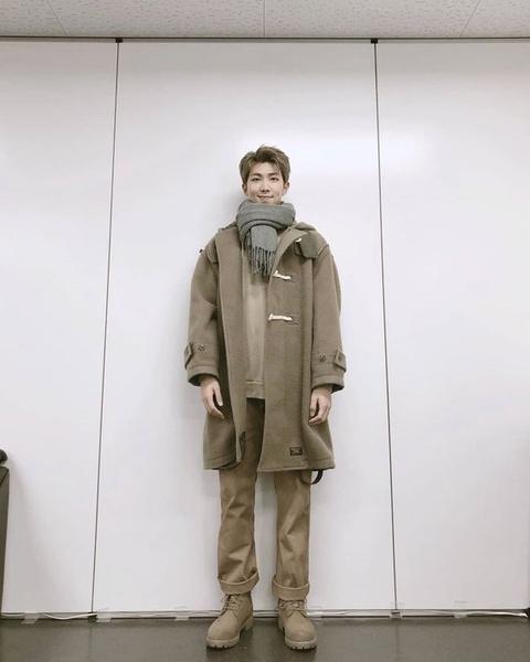 Фото №4 - 5 самых стильных осенних образов: показывает RM из BTS