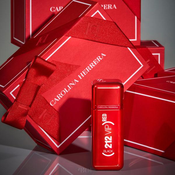 Фото №3 - Carolina Herrera запускает новую лимитированную серию ароматов (212) RED VIP