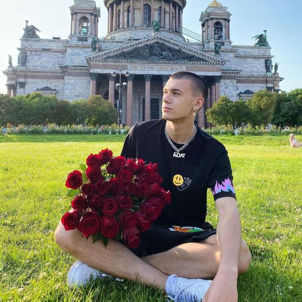 Фото №1 - Тест: Смогла бы стать девушкой Тима Сорокина?