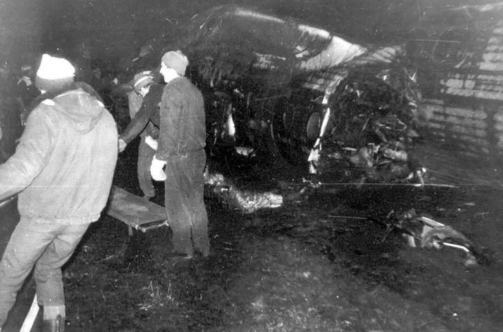 Фото №5 - Как советский пилот поспорил, что посадит самолет вслепую, и убил 69 человек