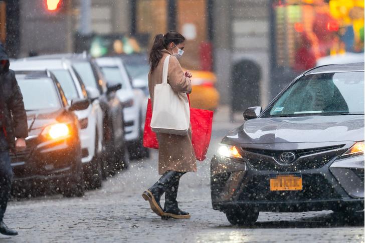 Фото №3 - Что носит Кэти Холмс в сильный снегопад?