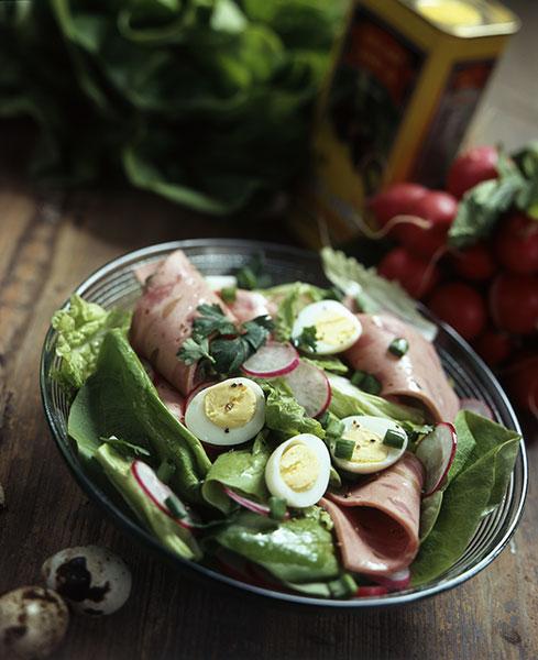 Салат с колбасой рецепт