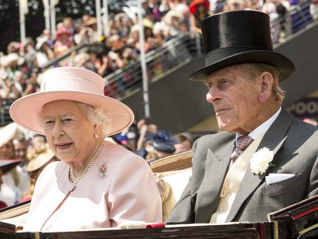 Фото №3 - Почему принц Филипп хотел, чтобы Королева отреклась от престола