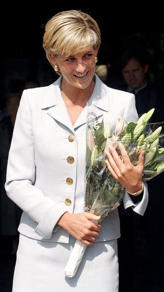 Фото №21 - Любимый предмет гардероба: как принцесса Диана носила жакеты и блейзеры— 30 вдохновляющих примеров