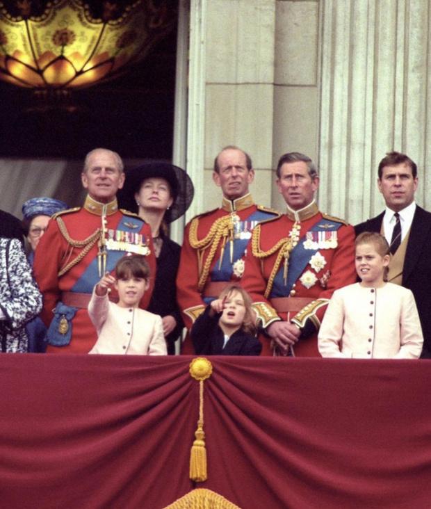 Фото №2 - «Мы все скучаем по тебе»: принцесса Евгения опубликовала редкие снимки принца Филиппа из семейного архива