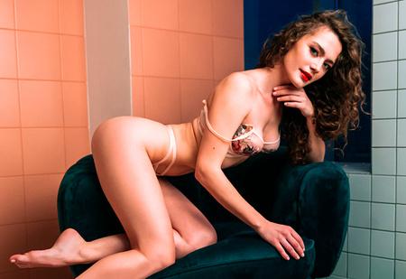 Наш горячий эксклюзив! Кадры фотосессии Ангелины Поплавской в MAXIM, которые не печатались в журнале