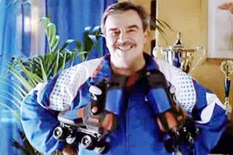 «Фастум-гель» необходим деду, чтобы кататься на роликах наравне с молодыми.