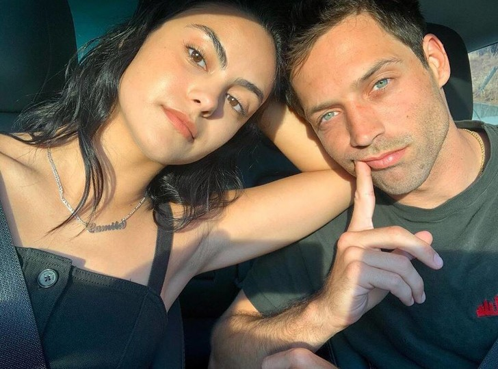 Фото №2 - Вот и сказочке конец: Камила Мендес из «Ривердейла» рассталась с бойфрендом