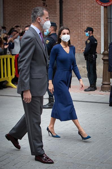 Фото №2 - Синее платье Massimo Dutti, которому королева Летиция дала второй шанс
