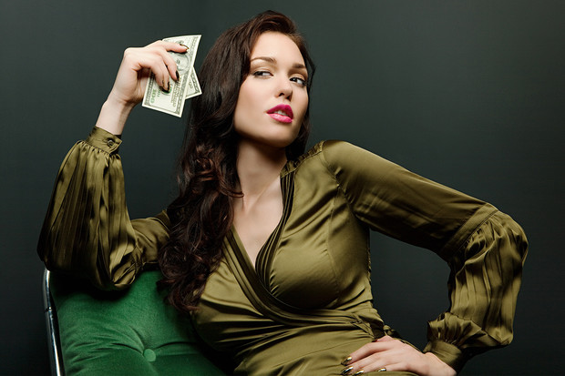 Фото №6 - Как понять, что девушка обойдется тебе дорого: 10 признаков