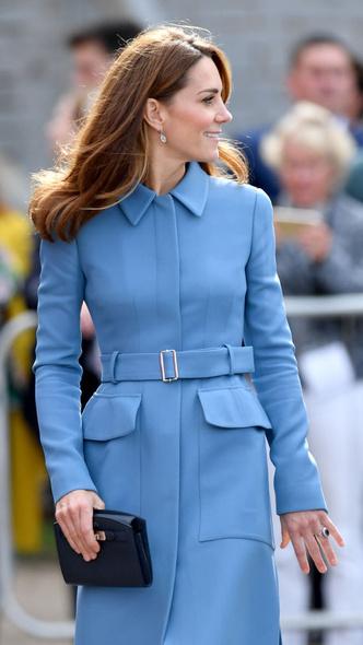 Фото №11 - Любимый бренд: самые роскошные выходы герцогини Кейт в Alexander McQueen