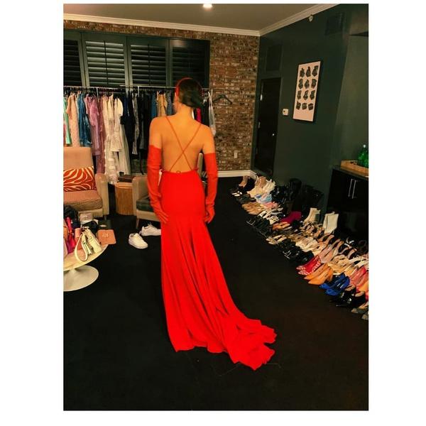 Фото №2 - 5 стильных платьев на выпускной как у Милли Бобби Браун