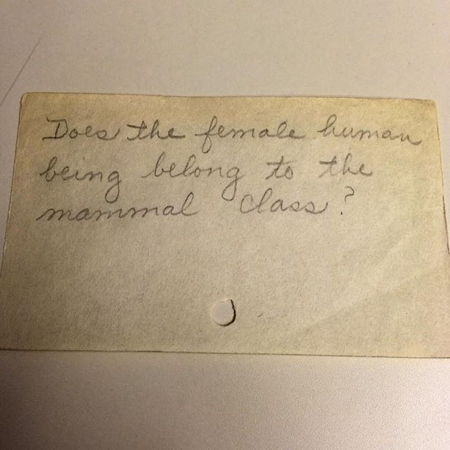 Фото №2 - Принадлежит ли женщина к классу млекопитающих и другие смешные вопросы, которые задавали библиотекарям до появления Интернета