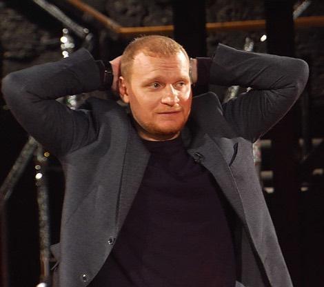 Фото №1 - Ведущего «Битвы экстрасенсов» уволили из шоу за подсказки участникам