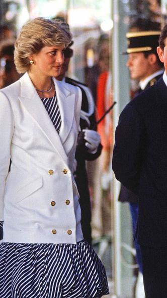 Фото №5 - Любимый предмет гардероба: как принцесса Диана носила жакеты и блейзеры— 30 вдохновляющих примеров