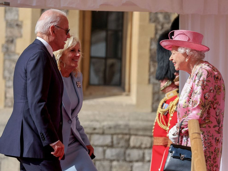 Фото №2 - Двойной провал: как президент Байден нарушил протокол во время встречи с Королевой