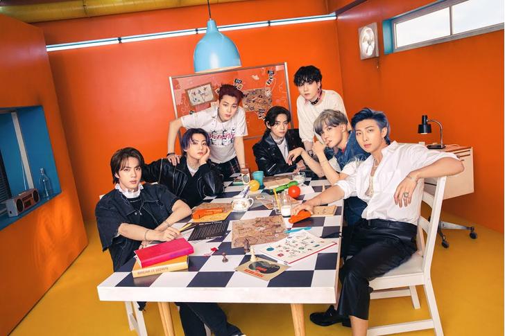 Фото №2 - 10 пасхалок из новой фотосессии BTS, которые ты пропустила 😋