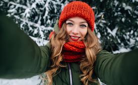 10 стойких причесок для влажной, холодной и ветреной погоды