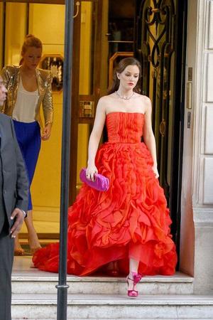 Фото №10 - 10 лучших платьев Блэр Уолдорф из сериала «Сплетница»