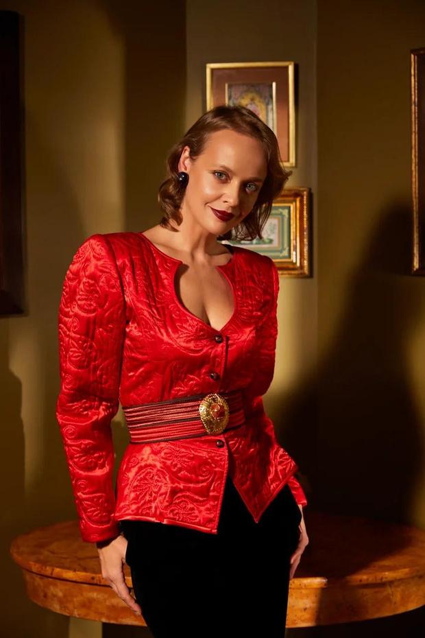 Фото №13 - Клипсы Шанель и блузы Сен-Лорана: первая большая съемка ELLE винтажной одежды