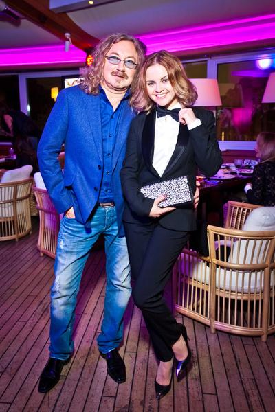 Фото №1 - 10 лет любви: Игорь Николаев и Юлия Проскурякова отметили розовую свадьбу
