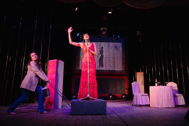 Фото №6 - Девичник с неожиданным финалом: премьера караоке-спектакля в Петербурге