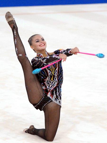 Фото №2 - Теперь ее фигура на вершине пьедестала: главные триумфы в жизни Алины Кабаевой