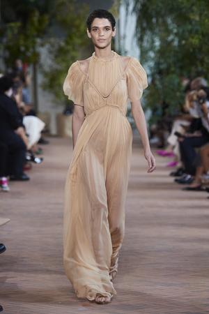 Фото №8 - Хит сезона: 5 способов носить прозрачные вещи и не выглядеть вульгарно