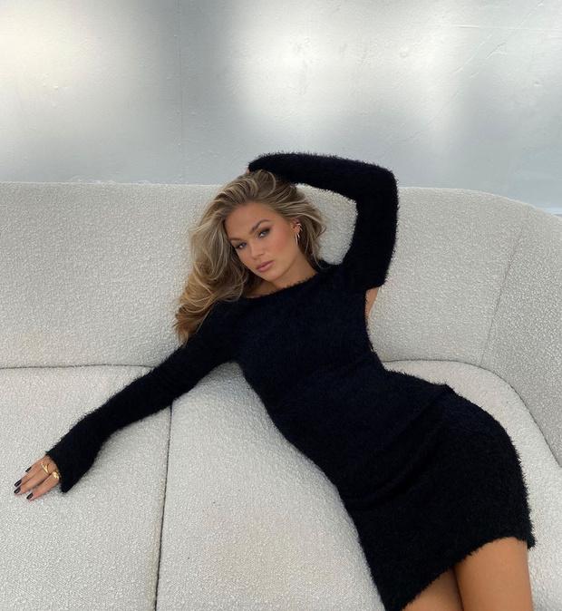 Фото №1 - Инфлюенсер Ханна Шонберг доказывает, что маленькое черное платье— лучшее модное вложение