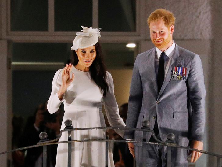 Фото №2 - Почему Гарри и Меган пора самим отказаться от королевских титулов