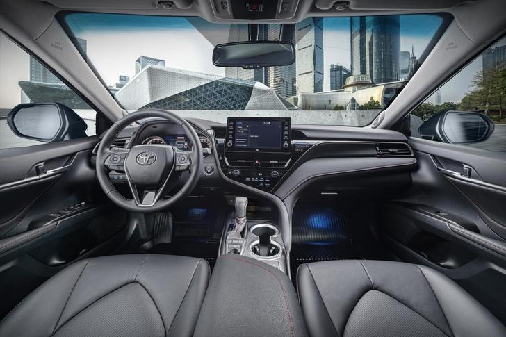 Фото №3 - Новая Toyota Camry примчалась в Россию с новыми моторами