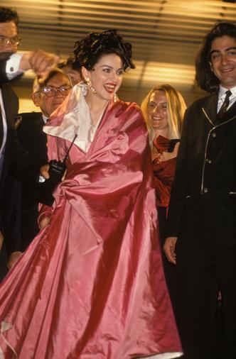 Фото №10 - Королева провокаций: 10 скандальных нарядов Мадонны, которые изменили моду