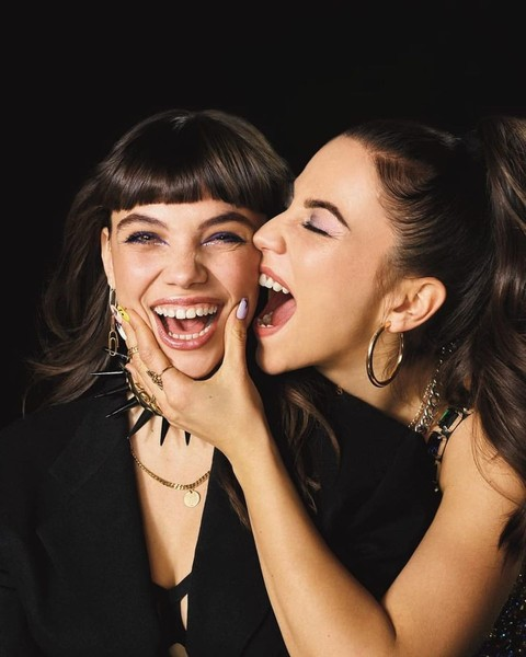 Фото №1 - Пока, Самуэль: новое промовидео «Элиты» доказало, что в четвертом сезоне Ребекка станет лесбиянкой
