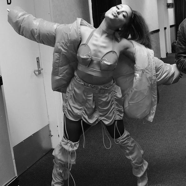 Фото №1 - Краткое содержание фильма Арианы Гранде «Excuse Me, I Love You»— резюмируем, как в школе