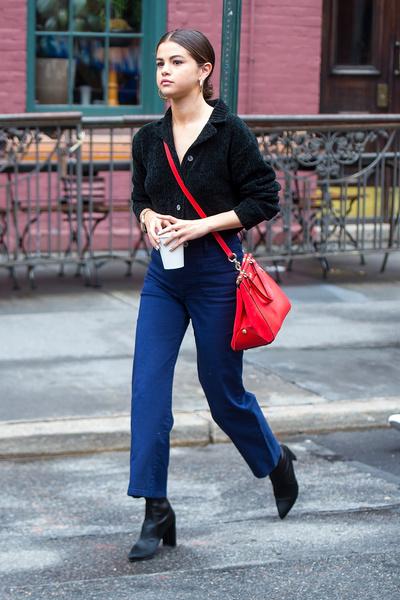 Фото №5 - Что носить в конце лета и осенью: вдохновляемся стилем Селены Гомес