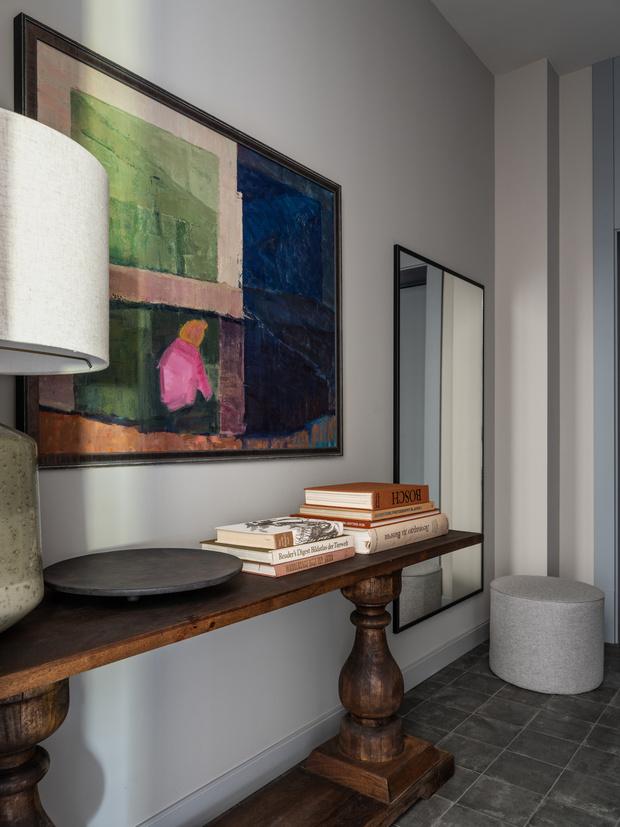 Фото №2 - Квартира с камином в нейтральных оттенках 66 м²