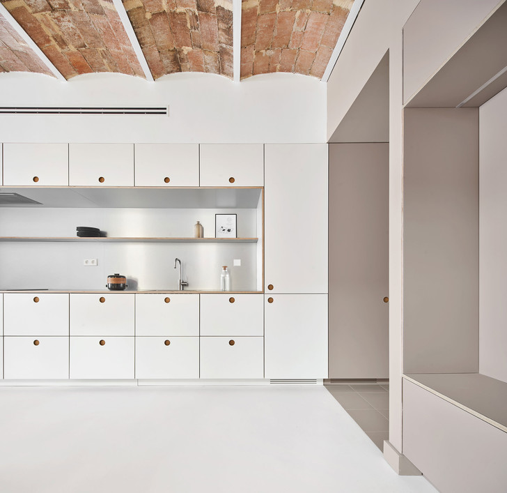 Фото №4 - Белая квартира со сводчатым потолком в Барселоне