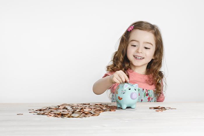 Фото №1 - Когда и как выдавать карманные деньги для ребенка