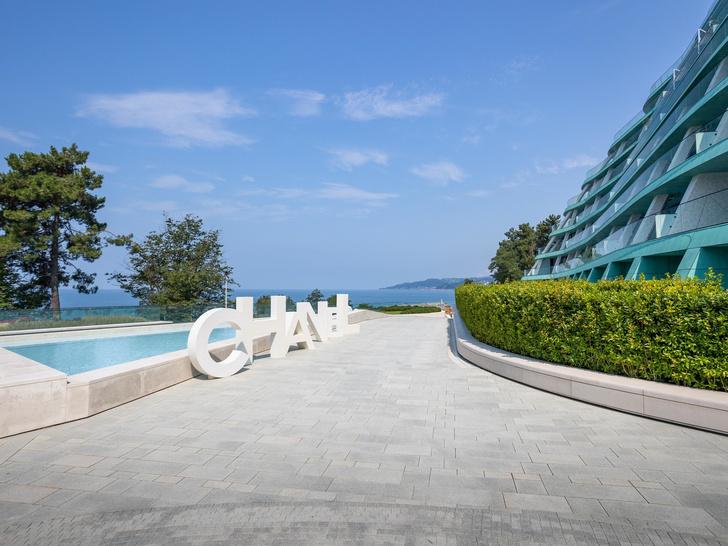 Фото №1 - Coco Beach: как прошла презентация новой коллекции Chanel