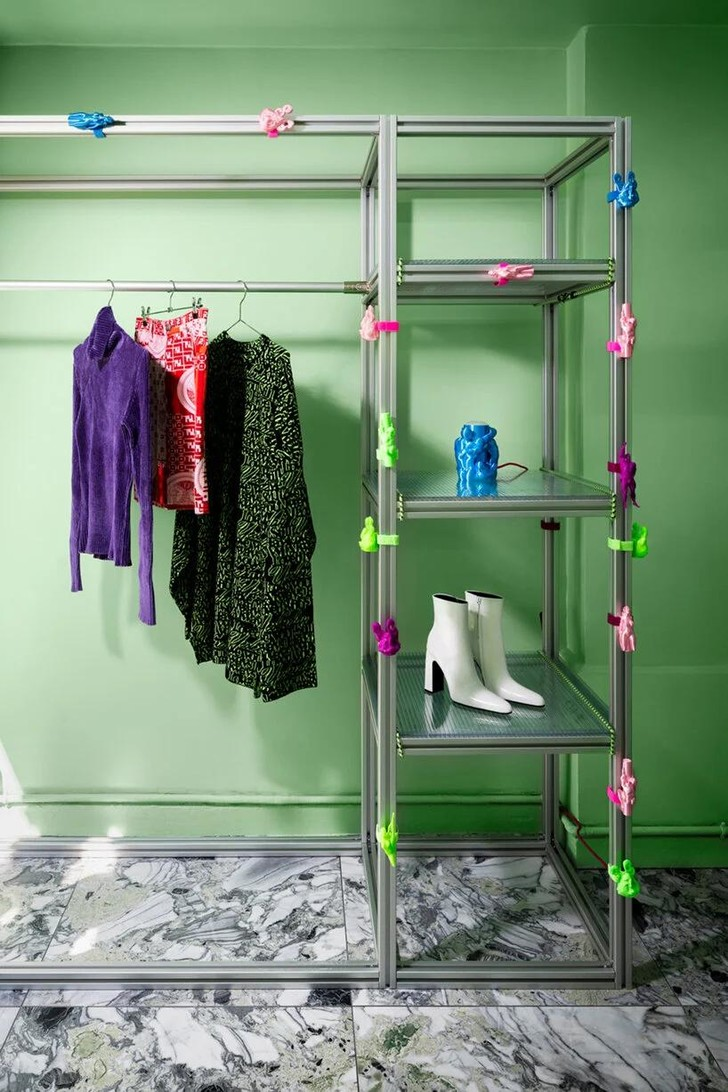 Фото №4 - Яркий магазин одежды, вдохновленный «Алисой в стране чудес»