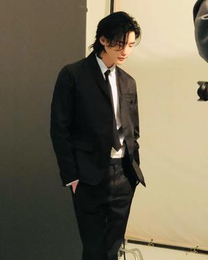 Фото №12 - Корейские парни доказали: длинные волосы— это секси 🔥