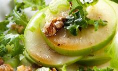 Яблочный салат с орехами в карамели