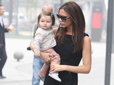 Харпер Севен (Harper Seven Beckham) и Виктория Бекхэм (Victoria Beckham) - идеальная модная пара!