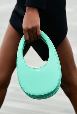 Фото №15 - Самые модные сумки весны и лета 2021