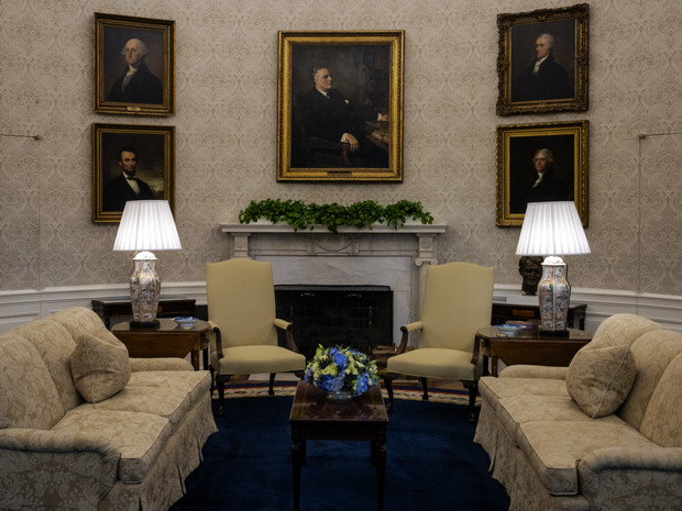 Фото №6 - Борьба вкусов: как и зачем Джо Байден изменил интерьер Овального кабинета