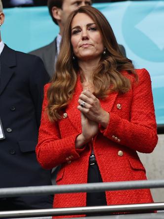 Фото №3 - Как выглядеть на миллион в жакете за 7000 рублей: модный урок от герцогини Кейт
