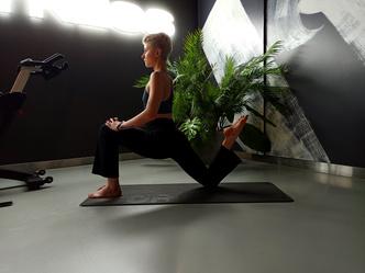 Фото №7 - Простые упражнения для растяжки, которые помогут сесть на шпагат за 60 дней