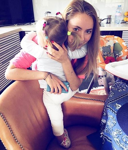Фото №3 - Татьяна Навка: «После рождения Нади супруг не просил меня бросить работу. Мой муж — мудрейший человек, и он понимает, что я не могу жить без движения»